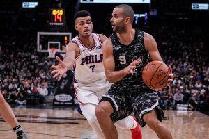 Tony Parker defendido por su compatriota Cabarrot (Fuente: Philadelphia 76ers).