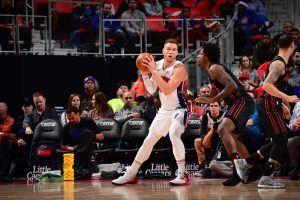 Blake Griffin en el poste (Fuente: Detroit Pistons).