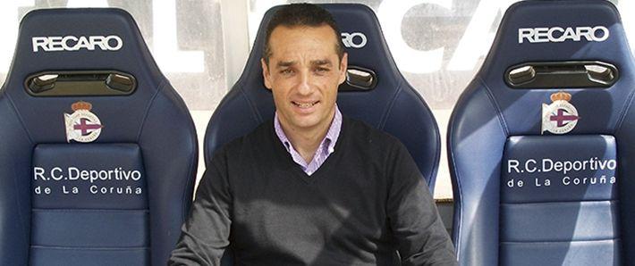 José Luis Oltra en el banquillo de Riazor