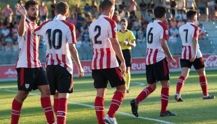 Los jugadores del Bilbao Athletic celebran el 1-0 de Sillero