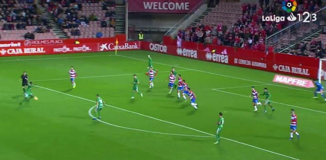 En el 1-0, que logra Isaac Cofie, son hasta siete jugadores del Sporting en el área o sus inmediaciones