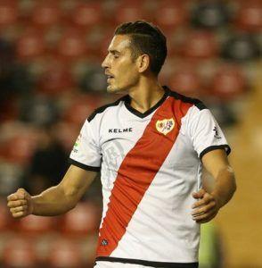 Álex Alegría busca salir de Vallecas en busca de un club donde disponga de más minutos
