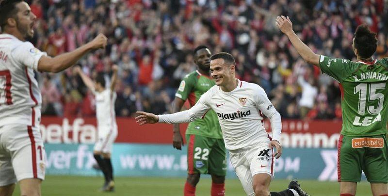 Roque Mesa celebra un tanto en un partido con el Sevilla
