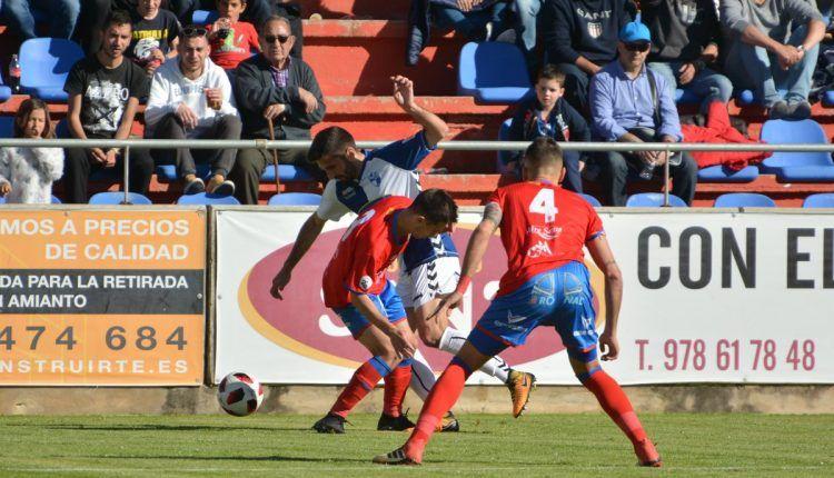 Momento del partido entre el Teruel y Ebro