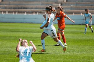 Alba Redondo celebrando un gol con el Fundación Albacete Femenino