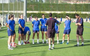Las internacionales por España en el pasado Mundial de Francia a las órdenes del equipo técnico en el primer entrenamiento con el grupo.