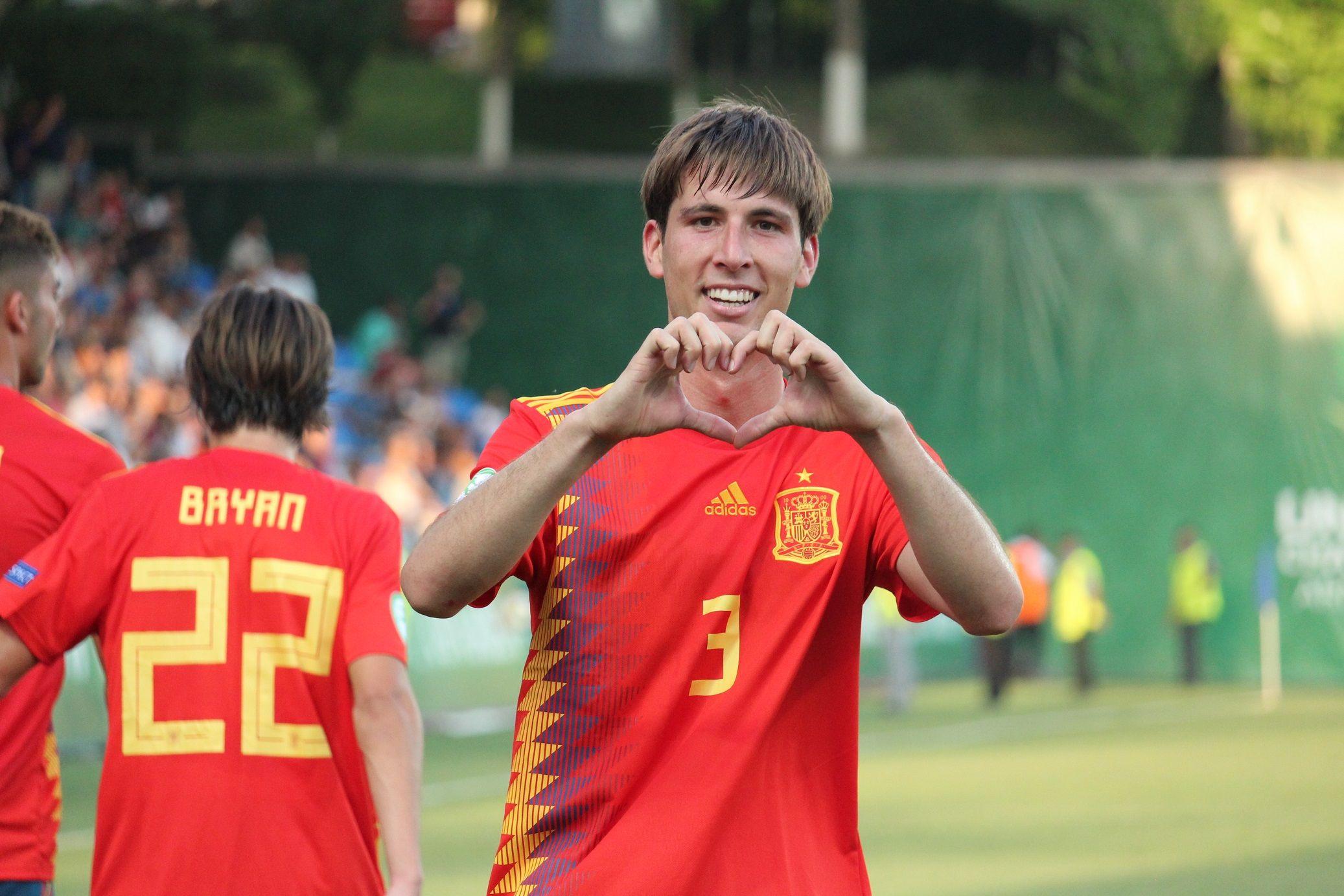 Juan Miranda celebra un gol con la Selección Española sub19