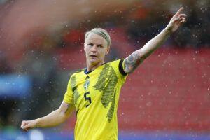 Nilla Fischer en el partido de Suecia contra Chile. | Foto: FIFA