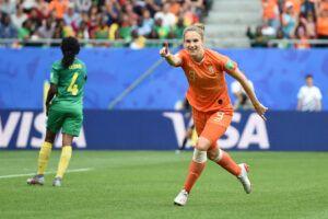 Vivianne Miedema celebrando el gol que la coloca como la máxima anotadora de la selección holandesa. | Foto: FIFA