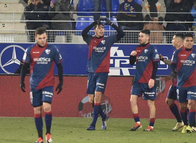Cristian Rivera celebra un gol con el Huesca