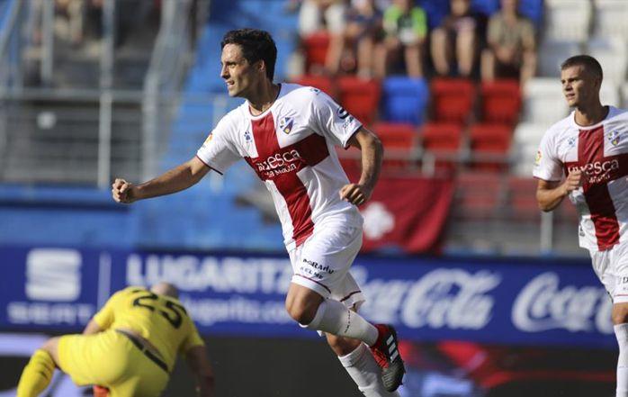 Etxeita celebra un gol con el Huesca la pasada temporada
