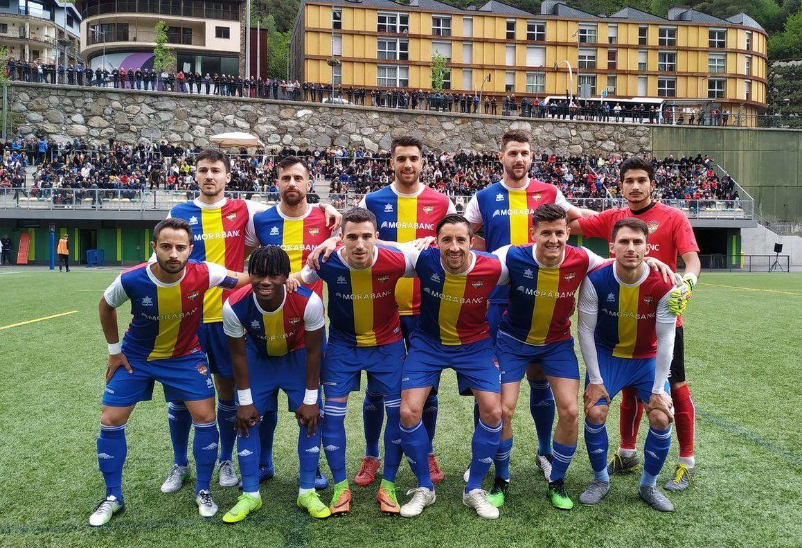 Foto de un once inicial del FC Andorra la pasada campaña