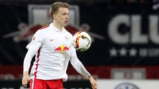 Lukas Klostermann en un partido con el RB Leipzig