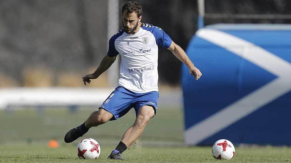 Filip Malbasic en un entrenamiento con el Tenerife