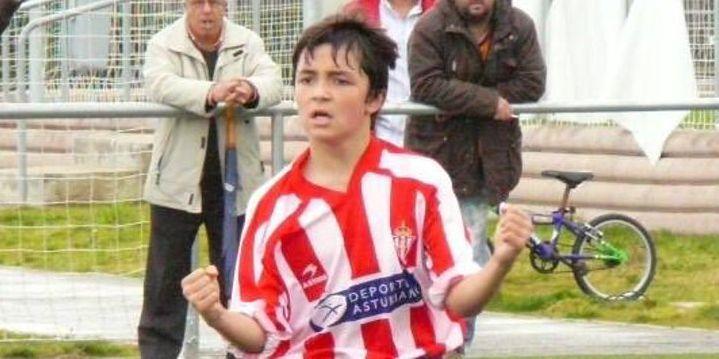 Manu García en su etapa formativa en la Escuela de Fútbol de Mareo