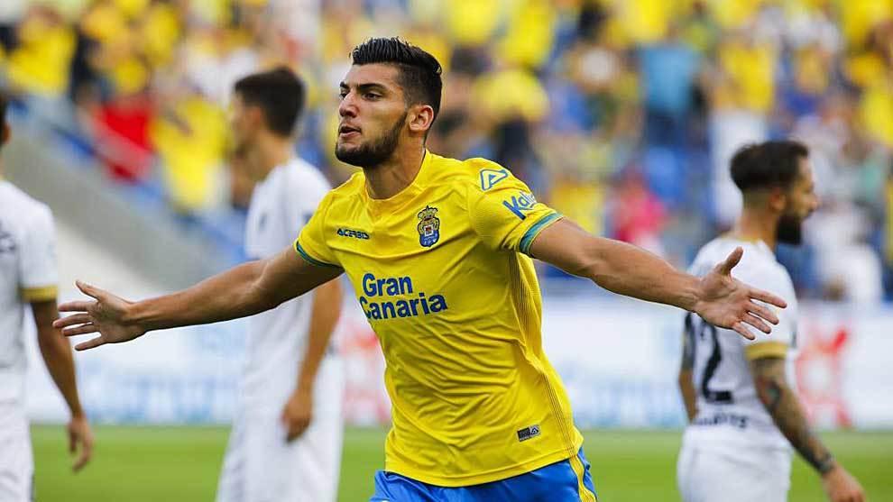 Rafa Mir celebrando un gol la pasada campaña con la UD Las Palmas