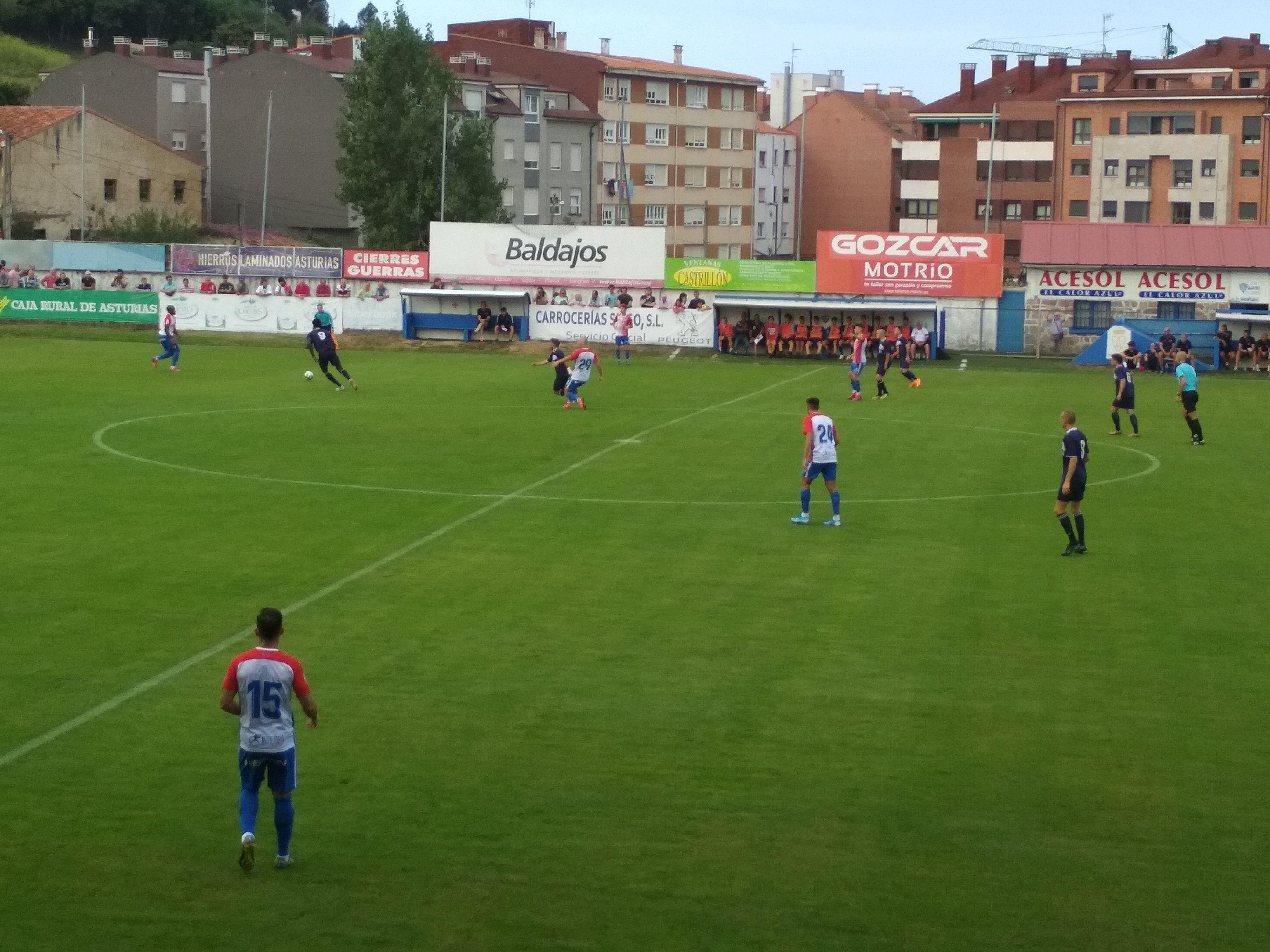 En la primera parte el Marino se mostró muy intenso y superior al Sporting