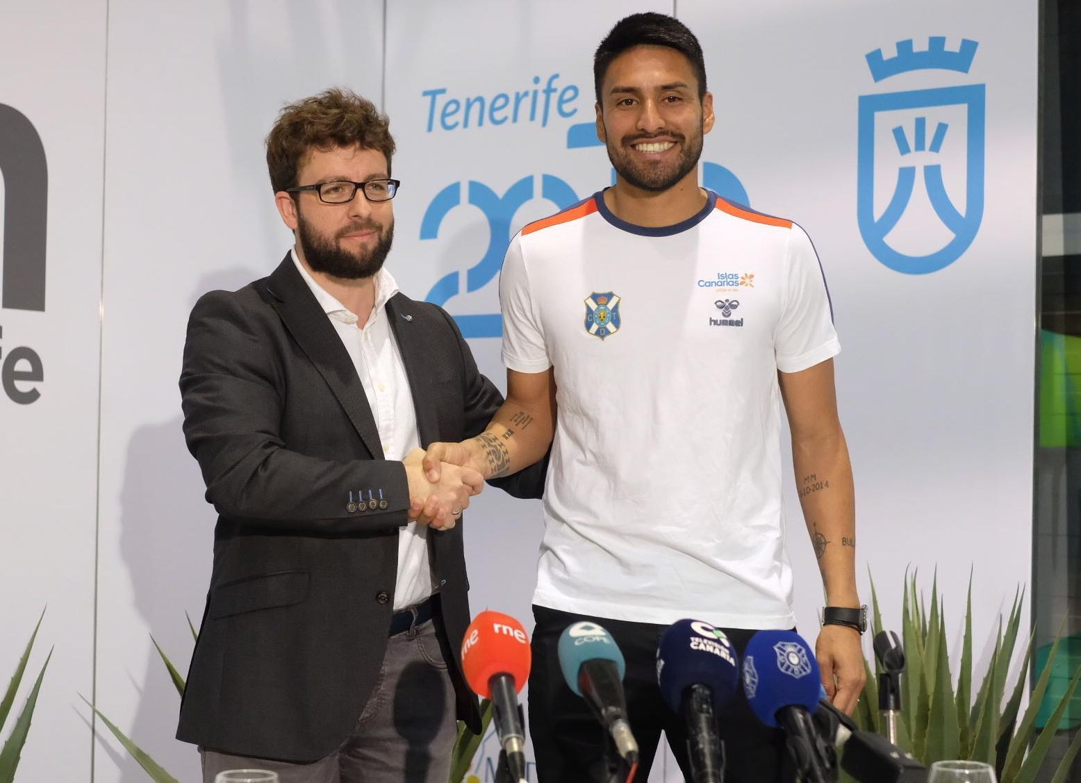 Mauro Dos Santos en su presentación como jugador del Tenerife