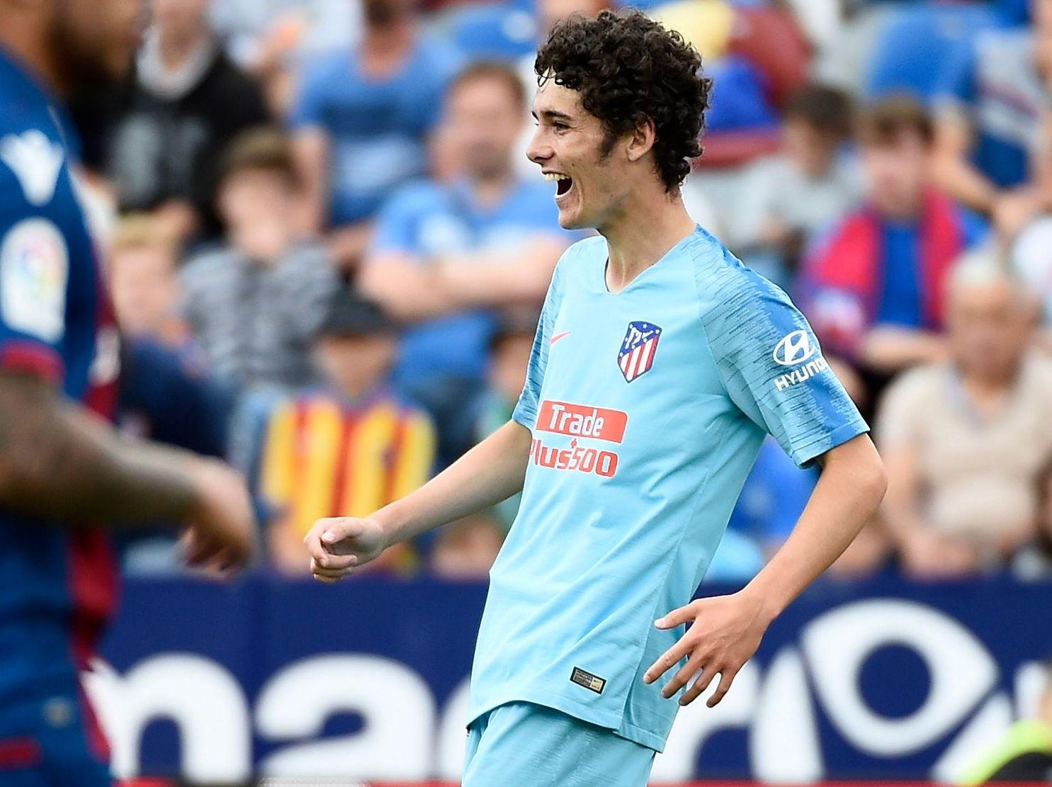 Sergio Camello celebrando su gol con el primer equipo al Levante la pasada campaña