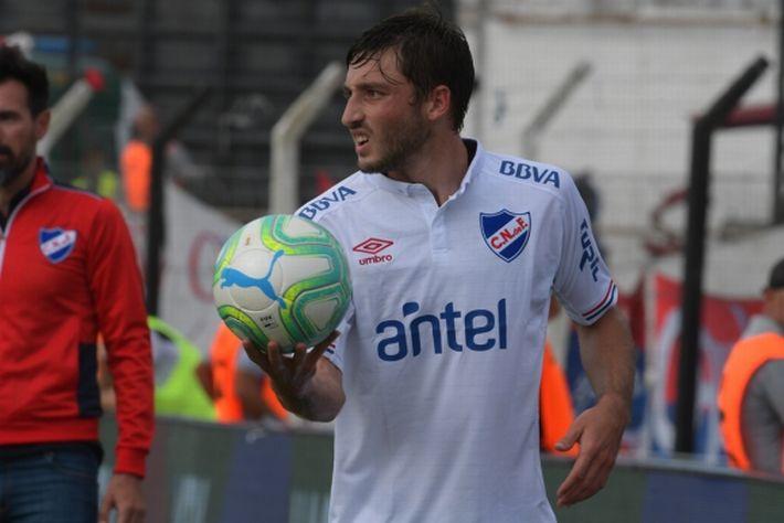 Matías Viña con la camiseta de Nacional