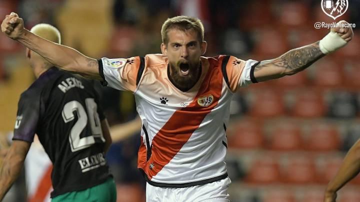 Saveljich celebra un gol frente al Racing de Santander