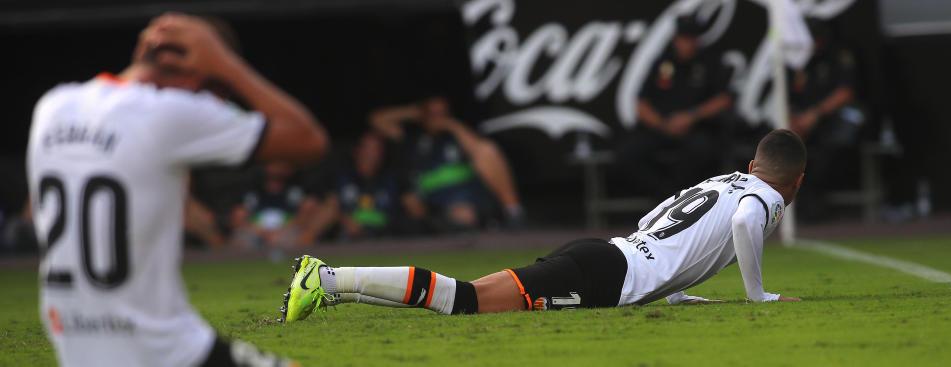 Rodrigo y Ferran se lamentan tras una ocasión fallada por el internacional español