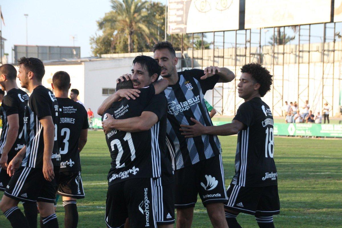 Los jugadores del FC Cartagena celebran un tanto esta campaña