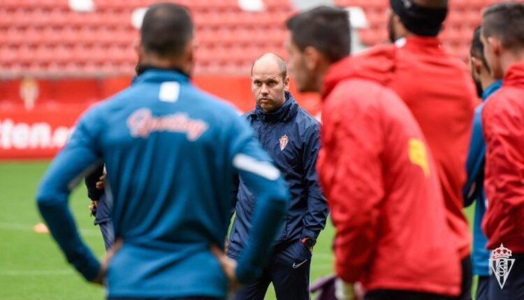 José Alberto dando instrucciones en un entrenamiento