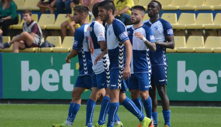 Los jugadores del Ebro celebran el empate ante el Villarreal 'B'
