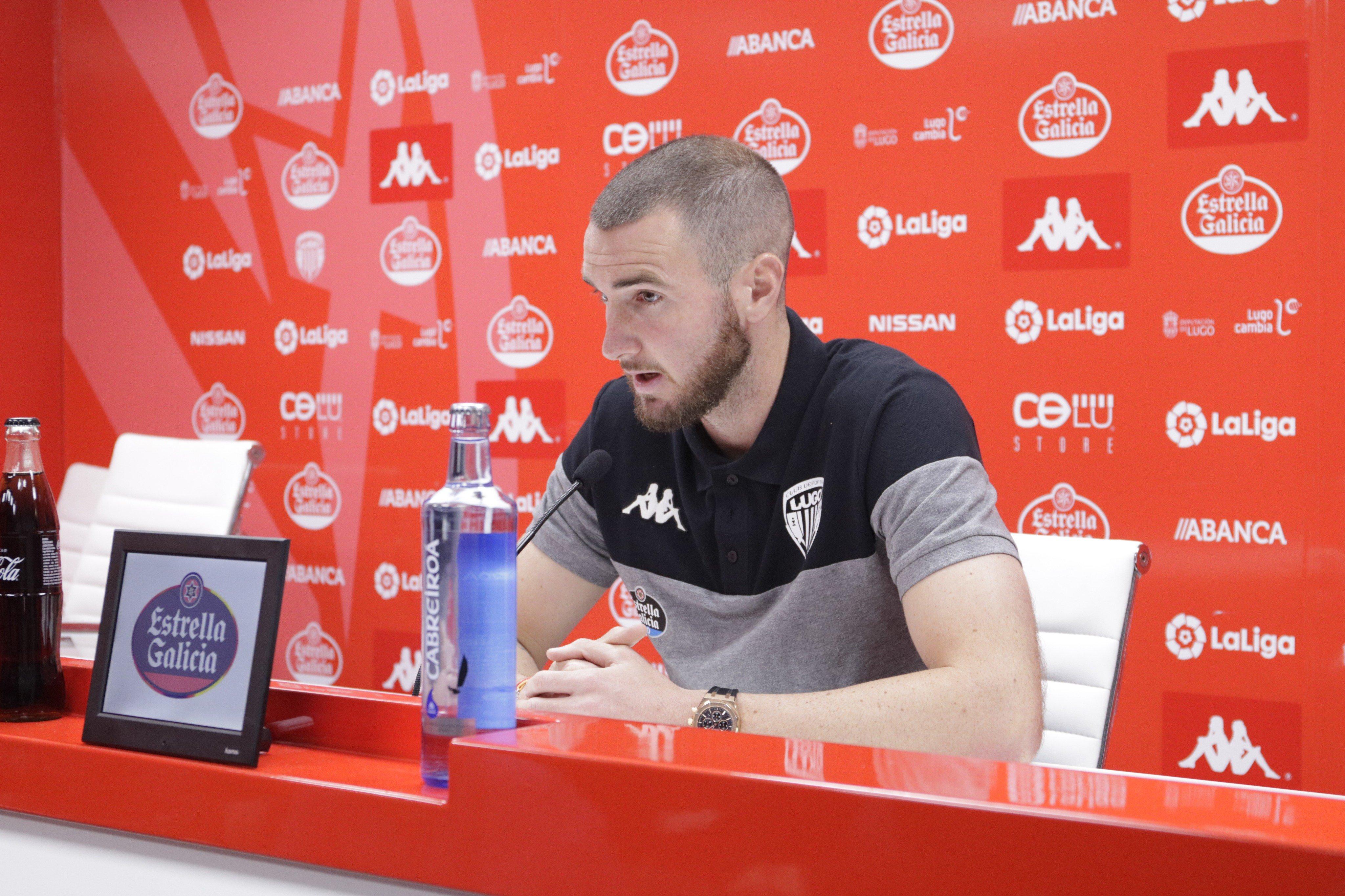 Peybernes en sala de prensa con el CD Lugo