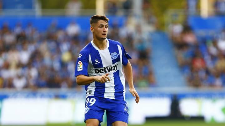 Borja Sainz con el primer equipo del Alavés