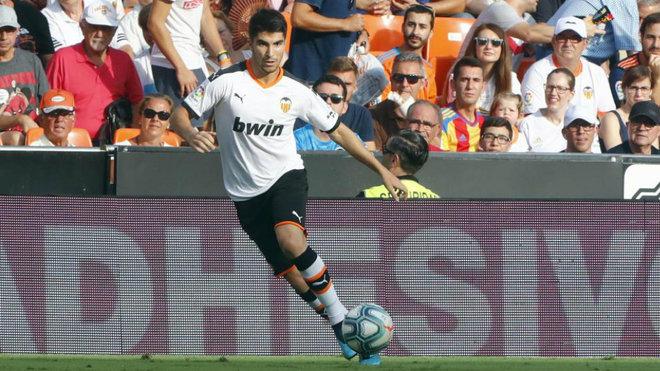 Carlos Soler en un partido con el Valencia