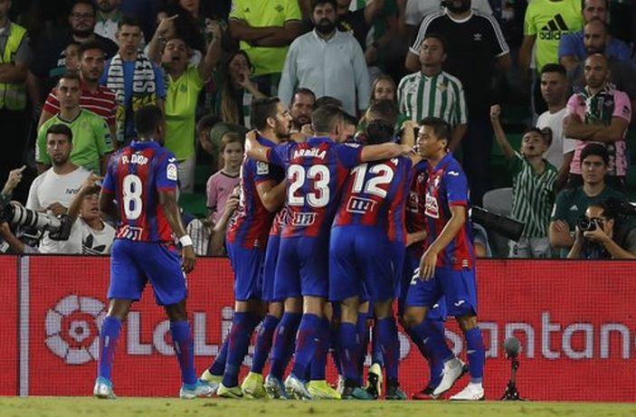 Los jugadores del Eibar celebran el 0-1
