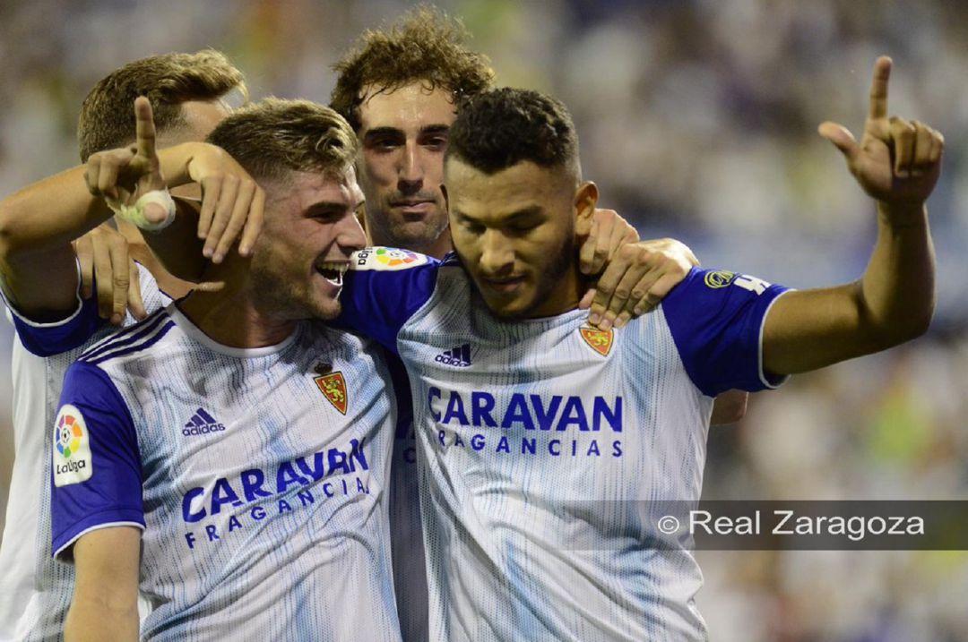 Luis Suárez celebra uno de sus goles con el Real Zaragoza