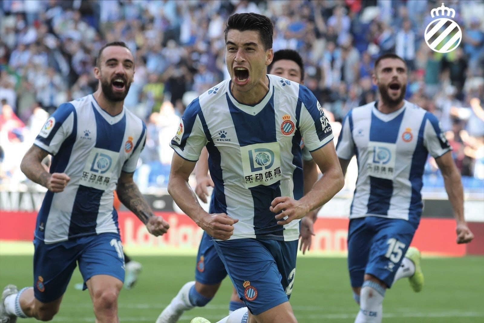 Darder y los jugadores del RCD Espanyol celebran el 1-0 (Foto: @RCDEspanyol - Twitter)