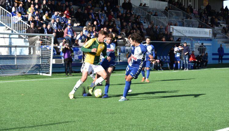 Lance del partido entre el CD Ebro y el Sabadell.