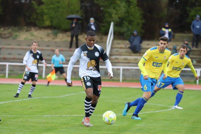 Mathieu Amozou frente al Real Unión