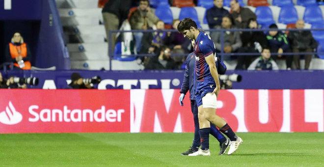 Gonzalo Melero siendo sustituido en el Levante