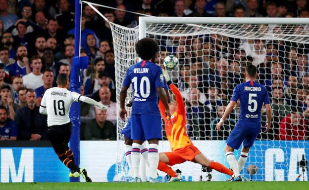 Gol de Rodrigo en Stamford Bridge