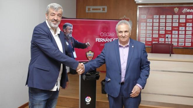 Óscar Fernández cuando fue presentado en la UD Almería