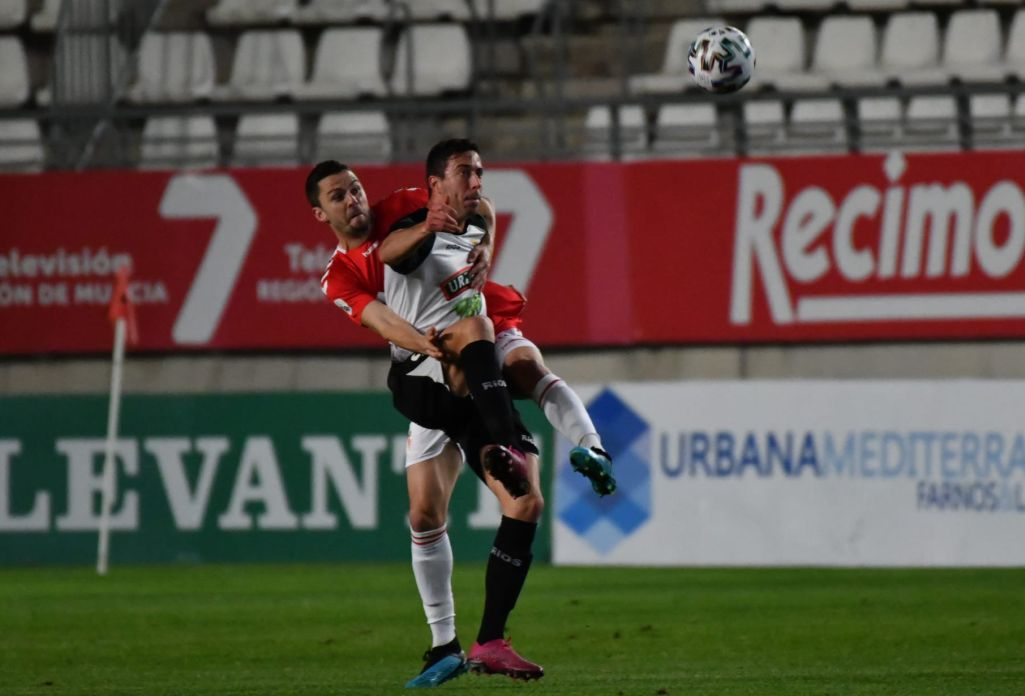 Lance de la final de la Copa RFEF entre el Real Murcia y el CD Tudelano