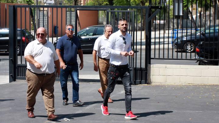 Juan Carlos Ramírez y Portillo saliendo de las instalaciones del Hércules