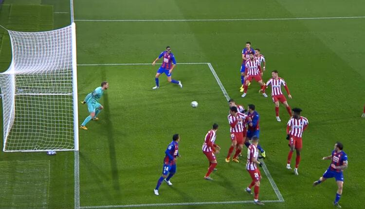 Momento previo al primer gol de Esteban Burgos con la elástica armera