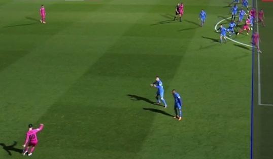 El VAR anulaba el gol por fuera de juego de Sadiku