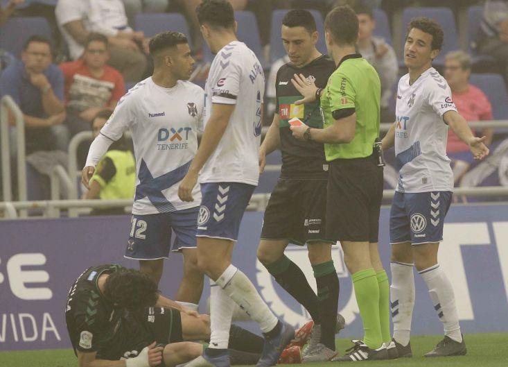 Óscar Gil en el suelo