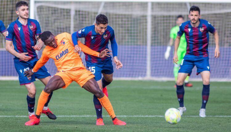 Lance del último partido del Ebro frente al Atlético Levante