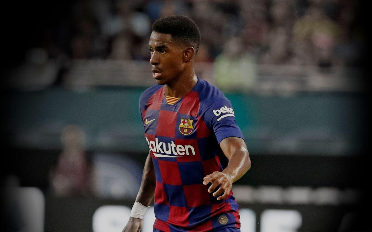 Junior Firpo en un partido con el FC Barcelona