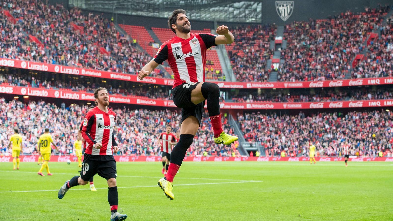 Raúl García celebra un gol en San Mamés