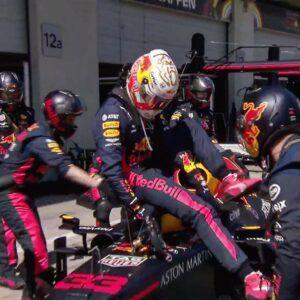 Max Verstappen abandonando por fallas en su monoplaza.