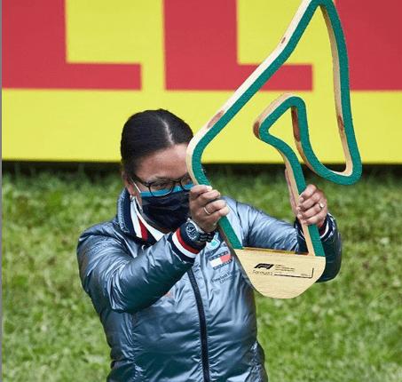 Stephanie Travers, la primera mujer negra en el podio de la Fórmula 1